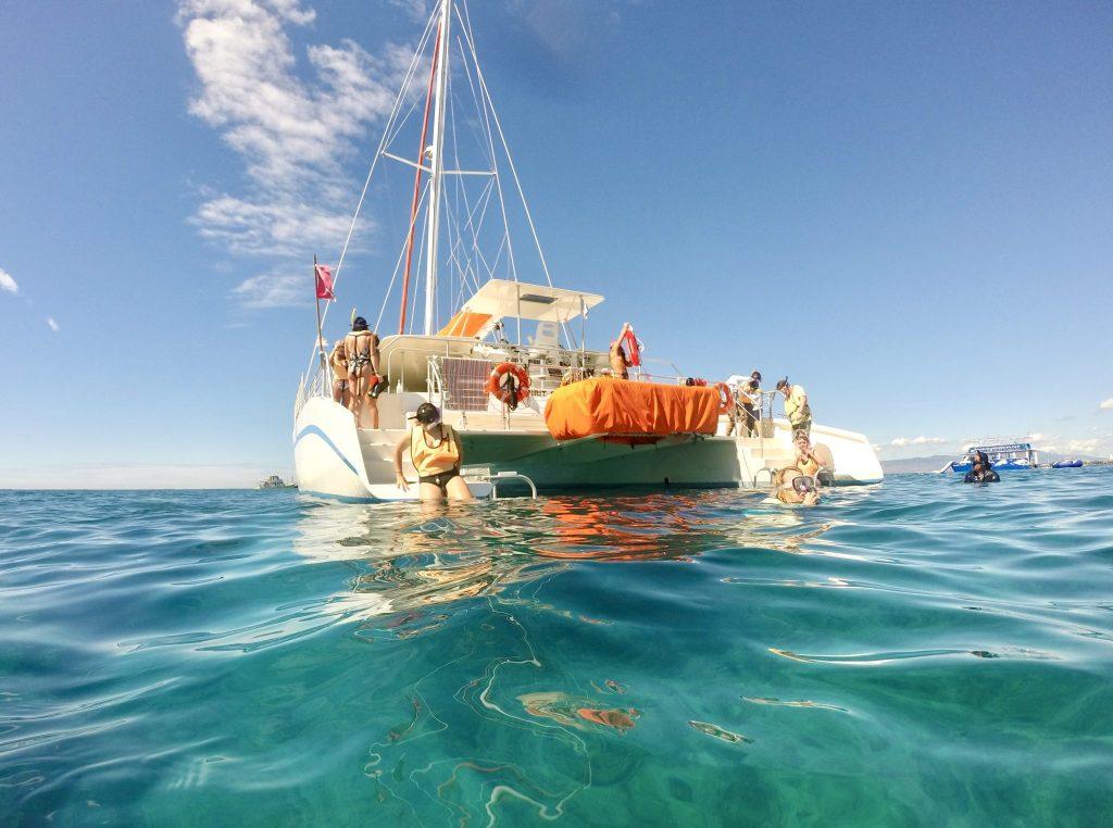 Catamaran snorkeling Hilton Hawaiian Village