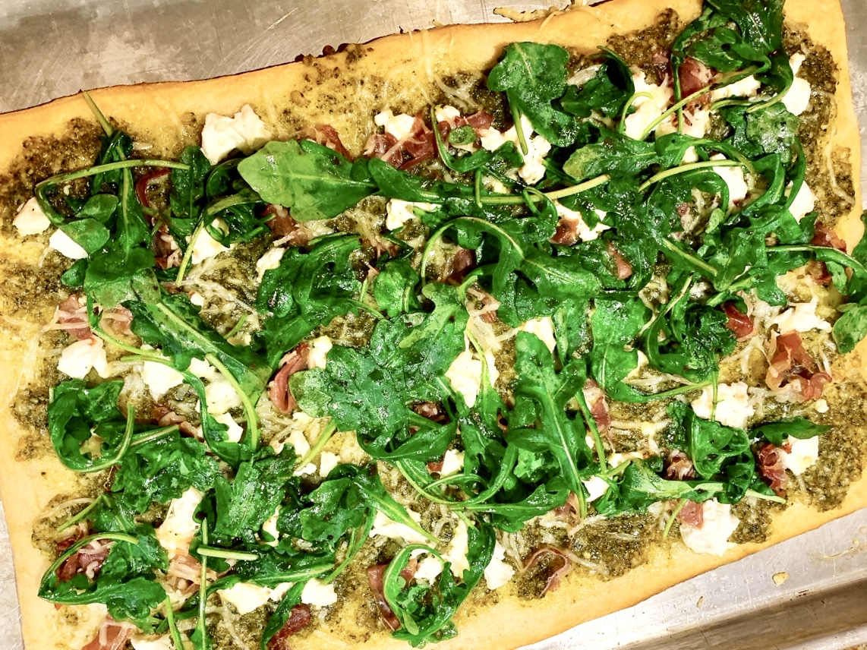 Recipe for Easy Flatbread Pizza with Pesto, Prosciutto, Goat Cheese and Arugula