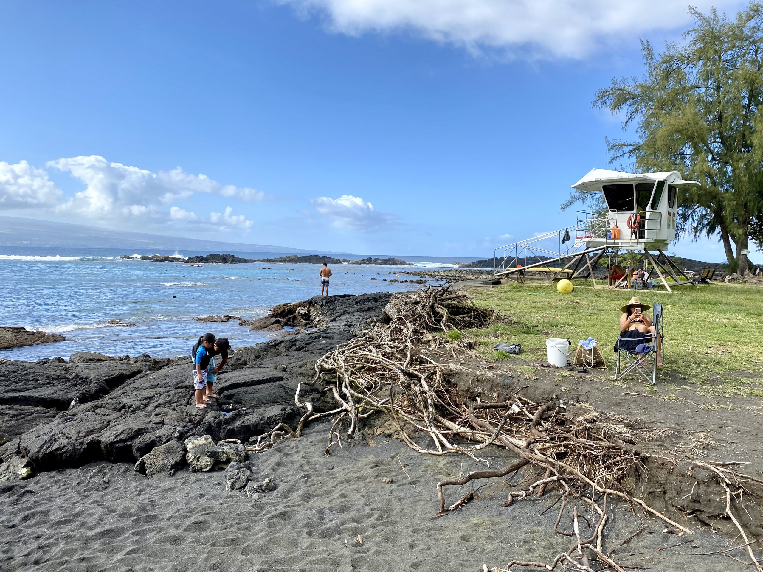Richardson Beach Park in Hilo, Hawaii with sand, ocean and lifeguard station