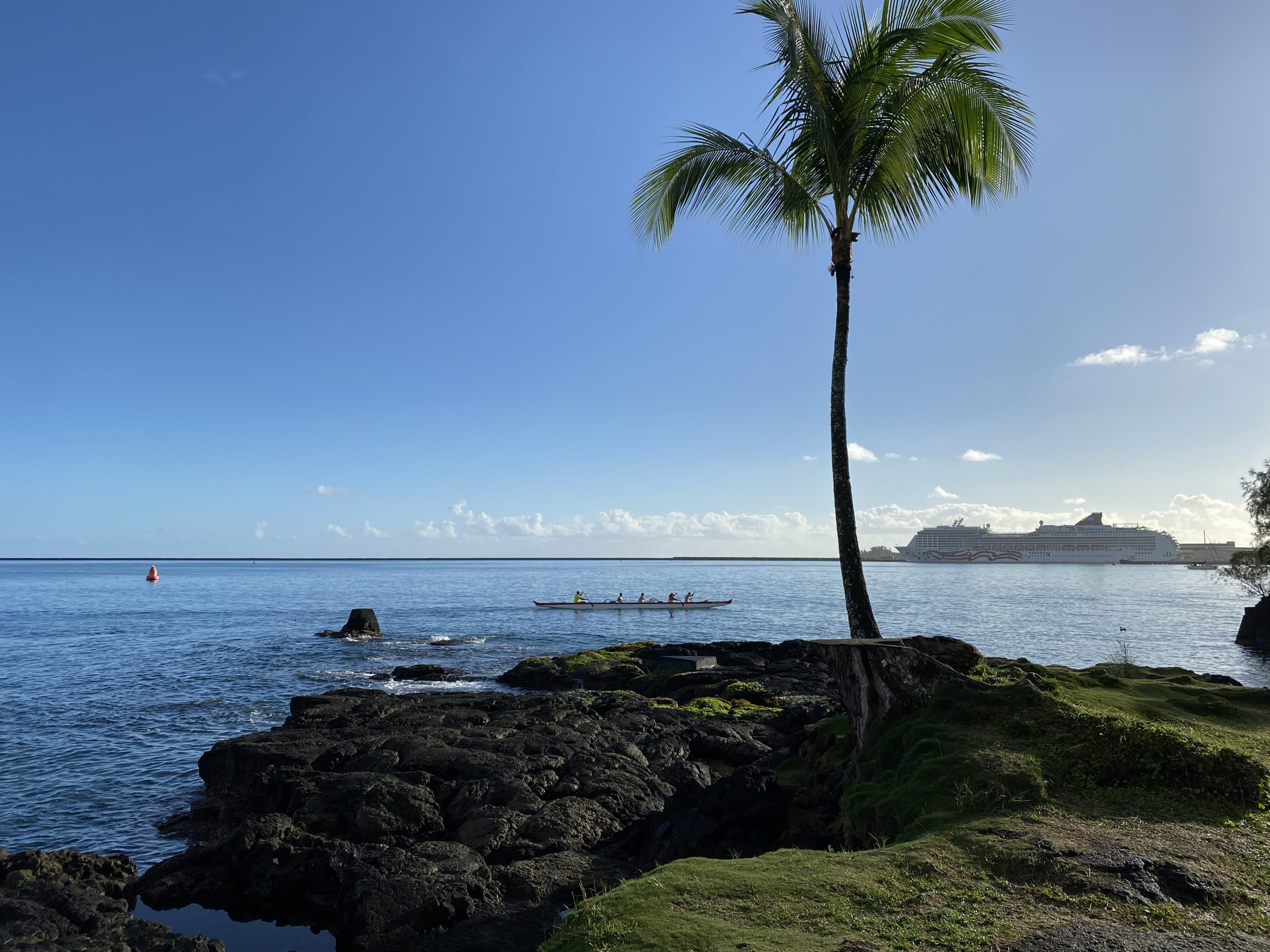 Outriggers rowing into Hilo Bay